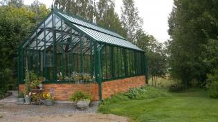 Växthus med murad sockel