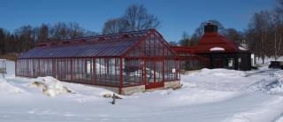 Lackat växthus med isolerglas